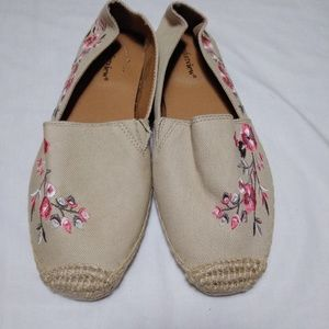Comfortview Tan Embroidered Espadrilles